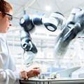deney-labratuvar-ilac-kadin-robot