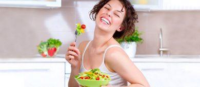 kadin-yemek-salata-saglik