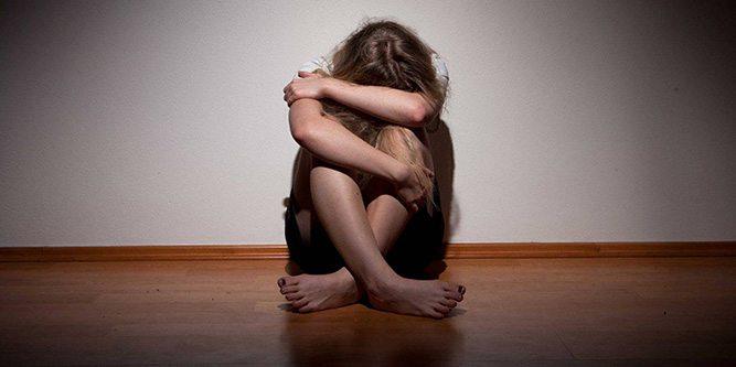 cocuk-mutsuz-depresyon-taciz
