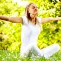 kadin-mutlu-yoga-doga-spor