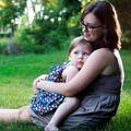 anne-bebek-sarilma-sevgi-cocuk-mutlu-doga