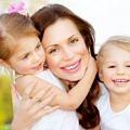 anne-bebek-sarilma-sevgi-cocuklar-mutlu-aile