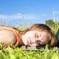kadin-uyku-huzur-mutlu-bahar-yorgun
