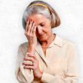 Alzheimer-yasli-kadın-bas-agri